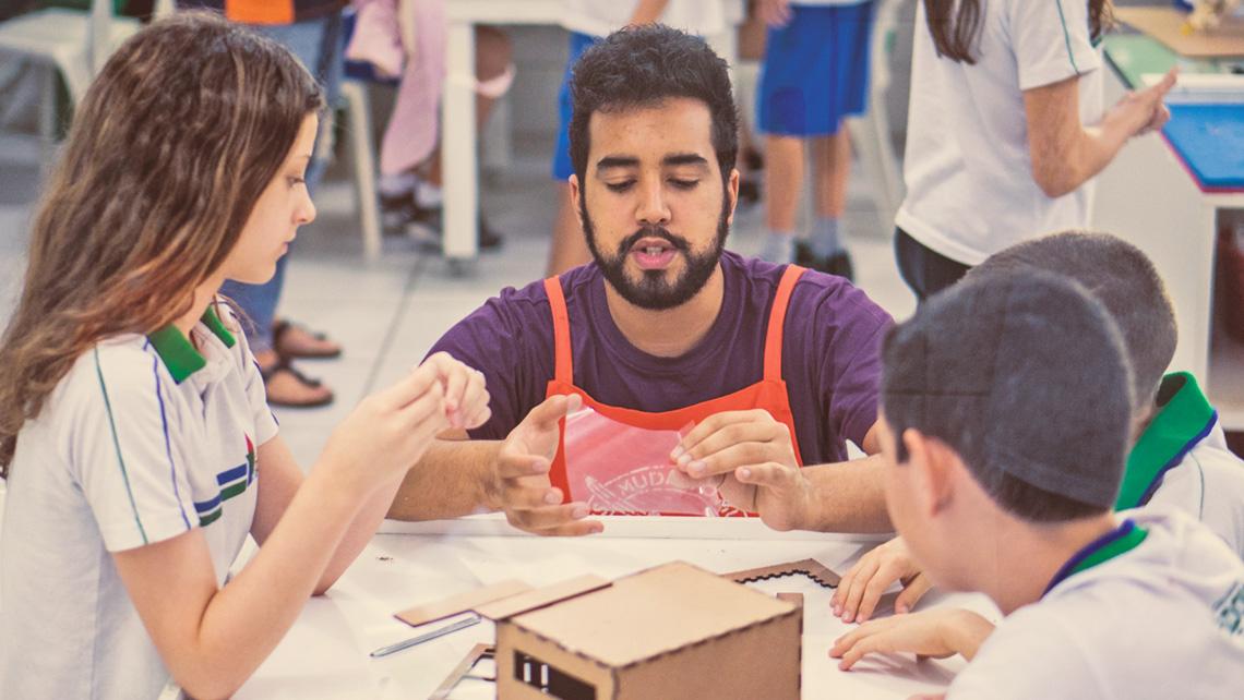 Escolas pioneiras investem em aprendizagem ativa